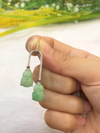 green jade gourds pendant