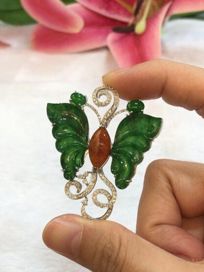 jade pendant/brooch